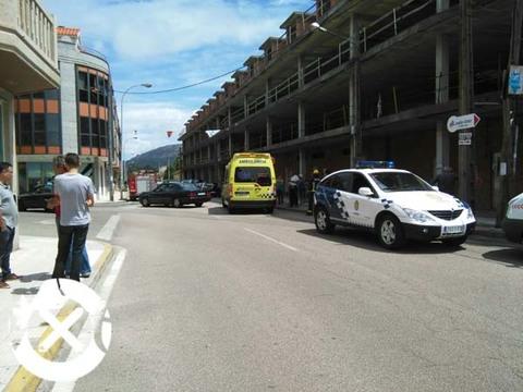 Infominho -  FERIDO UN MOTORISTA DESPOIS DUNHA COLISI�N CUN TURISMO NA AVENIDA ORD��EZ DE GOI�N - INFOMI�O - Informacion y noticias del Baixo Mi�o y Alrededores.