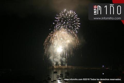 Infominho - ESPECIAL - Unha gran tirada de fogos de artificio pechou as Festas do Monte 2016 no Porto de A Guarda - INFOMIÑO - Informacion y noticias del Baixo Miño y Alrededores.