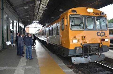 Infominho -  Paragem em Valen�a do Comboio Porto � Vigo Dinamiza Economia Local e Regional - INFOMI�O - Informacion y noticias del Baixo Mi�o y Alrededores.