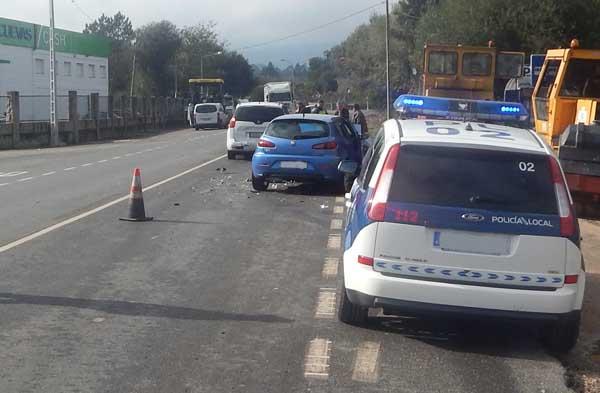 Infominho - Accidente de circulación por colisión múltiple en Tomiño - INFOMIÑO - Informacion y noticias del Baixo Miño y Alrededores.