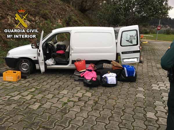 Infominho - La Guardia Civil se incauta de una partida de ropa y bolsos falsificados  - INFOMIÑO - Informacion y noticias del Baixo Miño y Alrededores.