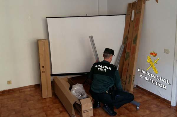 Infominho - Investigan a un joven de Tomiño como presunto autor de un robo de varias pantallas de proyección sustraídas en un colegio de Gondomar - INFOMIÑO - Informacion y noticias del Baixo Miño y Alrededores.