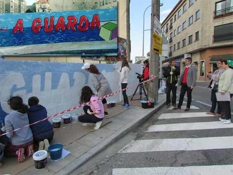 Infominho - O alumnado de 3º da ESO do IES A Sangriña realiza un mural-grafitti de benvida á Guarda - INFOMIÑO - Informacion y noticias del Baixo Miño y Alrededores.