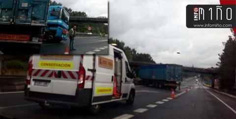 Infominho - Un turismo y un camión colisionaron esta mañana en la A-55 en O Cerquido - INFOMIÑO - Informacion y noticias del Baixo Miño y Alrededores.