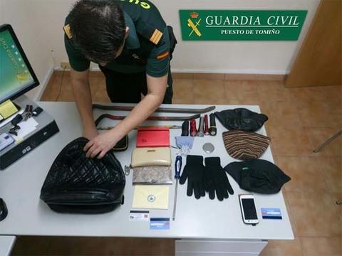 Infominho - La Guardia Civil detiene en Tomiño a un  vecino de Marín por el hurto de un bolso en  el interior de un vehículo - INFOMIÑO - Informacion y noticias del Baixo Miño y Alrededores.