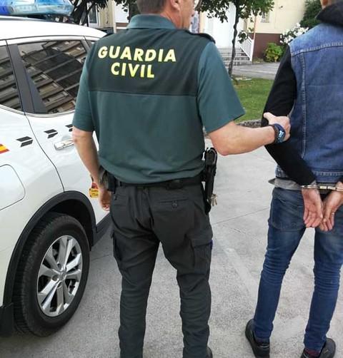 ab61b33ebe Infominho - La Guardia Civil sorprende infraganti a un vecino de A Guarda  robando en un